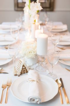 Use mini gingerbread houses, marshmallows, and white florals including roses, chrysanthemums, hydrangeas, and gladiolus to make this winter wonderland.