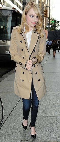 emma stone in burberry trench