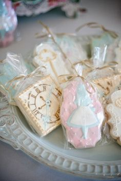 Pastel Alice in Wonderland party  |  The Frosted Petticoat