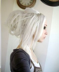 for some reason i love white hair it makes the person who wears it look young and beautiful