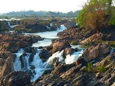Don Khon - chutes de Li Phi - Laos Les chutes les plus spectaculaires d'Asie du Sud Est https://picsandtrips.wordpress.com/2014/04/10/reconciliee-avec-le-kayak/