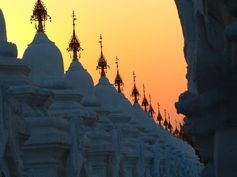 Myanmar - Mandalay https://picsandtrips.wordpress.com/2014/03/25/mingalaba-burma/