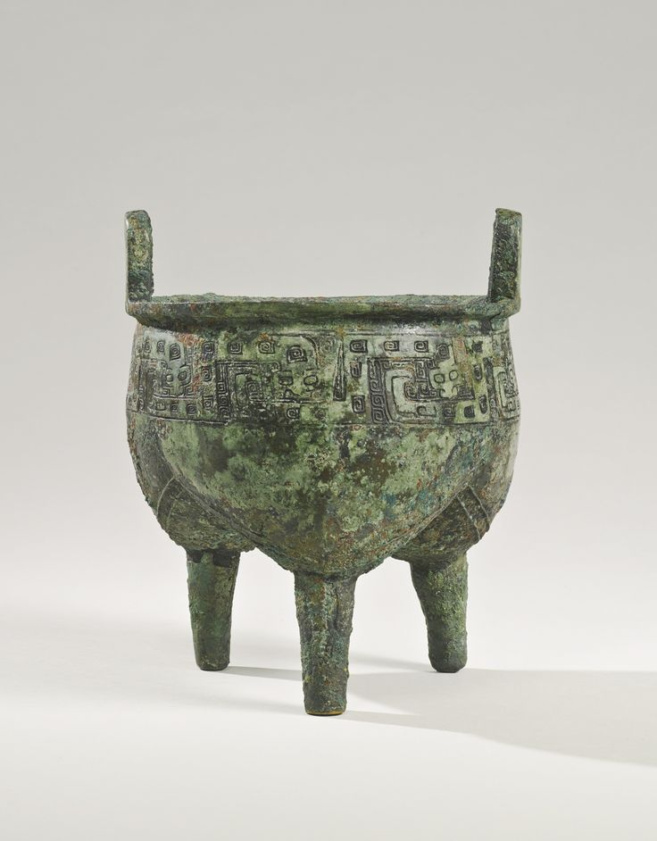 A rare bronze ritual food vessel (Liding), Late Shang Dynasty, 12th - 11th century BC