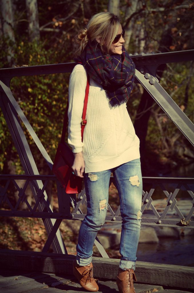 Chunky scarf, sweater, torn jeans and ankle boots!