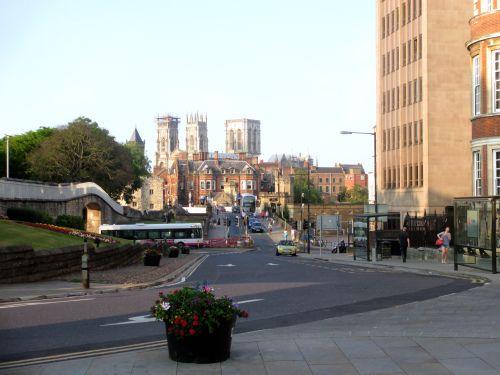 Se Conoscete Londra e volete Esplorare lo Sconosciuto Nord, la prima tappa d'Obbligo E La Cittadina di York, Nel Nord Est dell'Inghilterra.  Eccovi Il Primo Capitolo dei Miei Pellegrinaggi Attraverso Il REGNO UNITO.