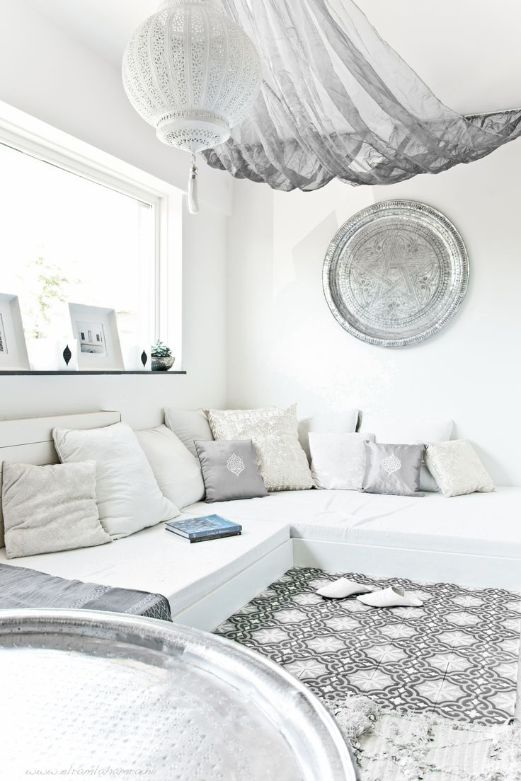 Lounge with a moroccan touch...    www.elramlahamra.nl ♥