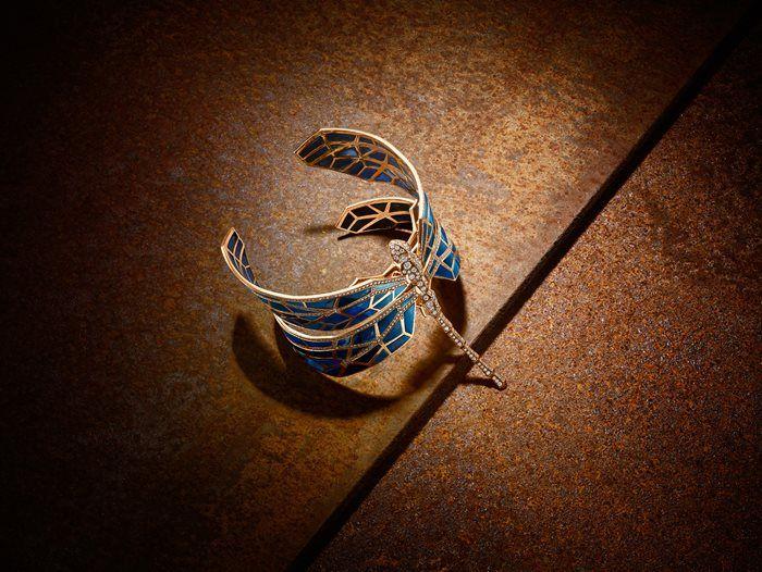 Shadow & Light - NUUN Haute Jewellery. Libellule Opale. A rose gold bracelet set with diamonds (5,10 ct) and 120 opals.