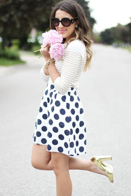 Fashionista: White Sweater and dotted Skirt