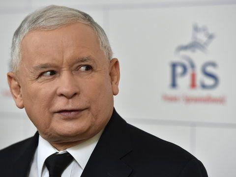 """brytyjski """"The Economist"""" nie wie o tym, że Lech Kaczyński był uczestnikiem antypolskiej zmowy w Magdalence i dlatego pisze: """"Jarosław Kaczyński znany jest jako zwolennik teorii spiskowych. Wierzy, że współczesna Polska narodziła się wskutek korupcyjnego porozumienia z 1989 roku między komunistami a liderami »Solidarności«.    http://sowa.quicksnake.org/judaica/uzna-za-niewany-od-samego-pocztku-udzia-trzech-ksiy-rzymskokatolickich-w-Magdalence-Stefan-Kosiewski-FO138-ZR"""