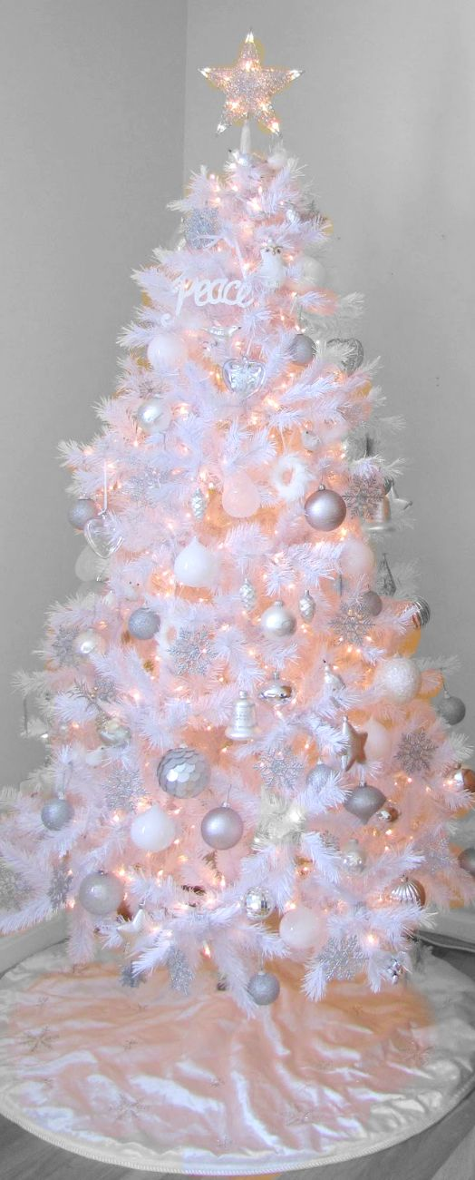 O.M.G. I think I just found my new Christmas tree! Hello WHITE!!!! Christmas Tree ● White on White