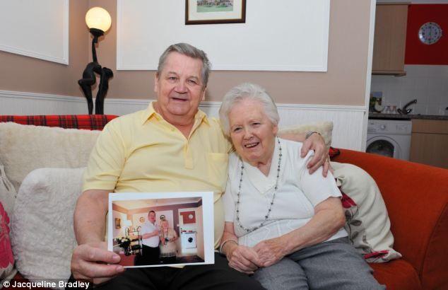 elderly man looking after demented wife 的圖片結果