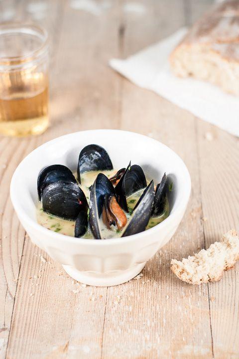 Steamed Mussels with Saffron Sauce - BakeNoir.com