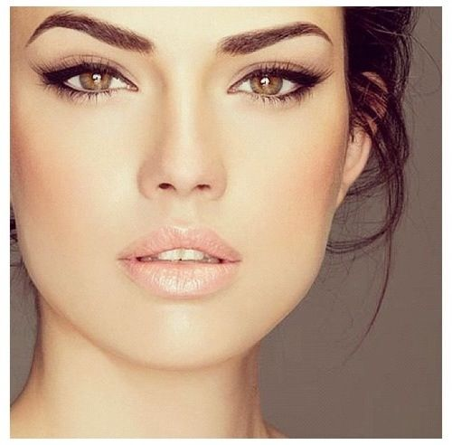 "Get inspired: ""A little cat-eye here, a little nude lip there"" kind of #wedding look--perfect!"