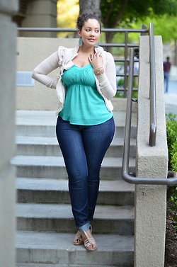 cute outfit - flirty and fun for the curvy girl!!