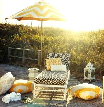 Imagine sitting here, drinking a martini & reading a good book!;] oh the possibilities!