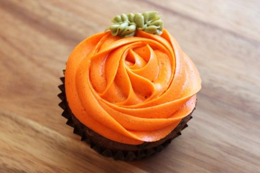Chocolate Pumpkin Cupcakes with Pumpkin Cheesecake Frosting @createdbydiane