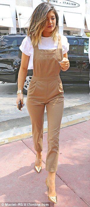 Eu não sou particularmente fã do estilo Kardashian no todo, mas este olhar que eu amo.  Encoberto e sexy.