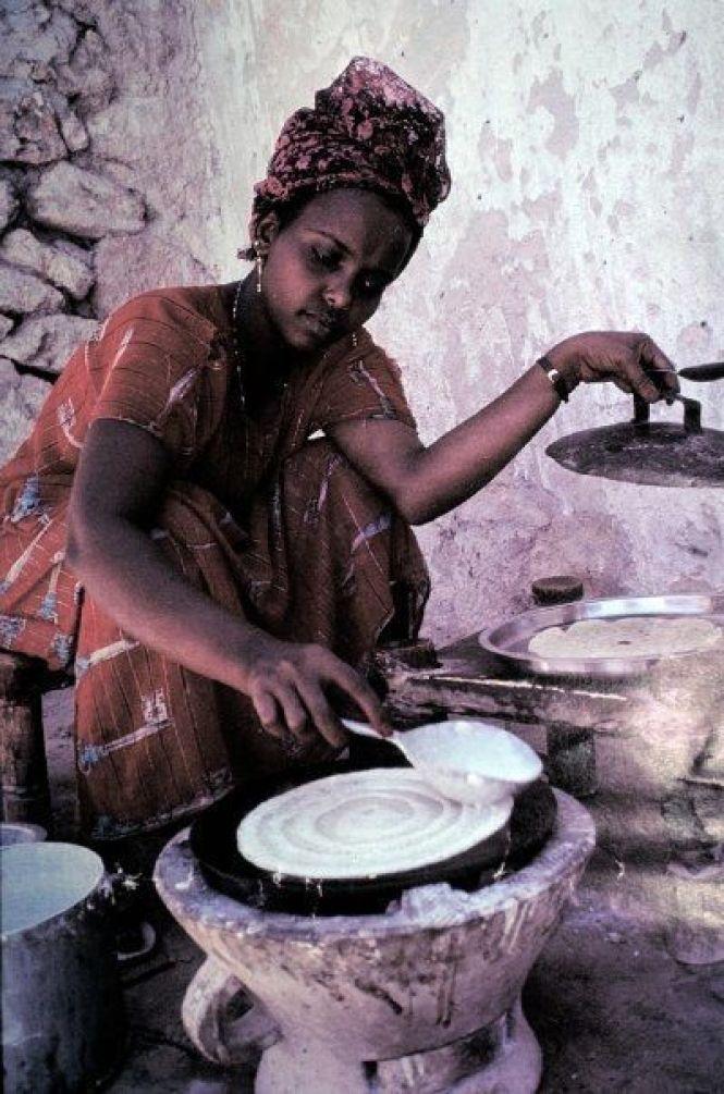 Somali lady making traditional breakfast/lunch....lahooh...aka Somali version of Crepe.