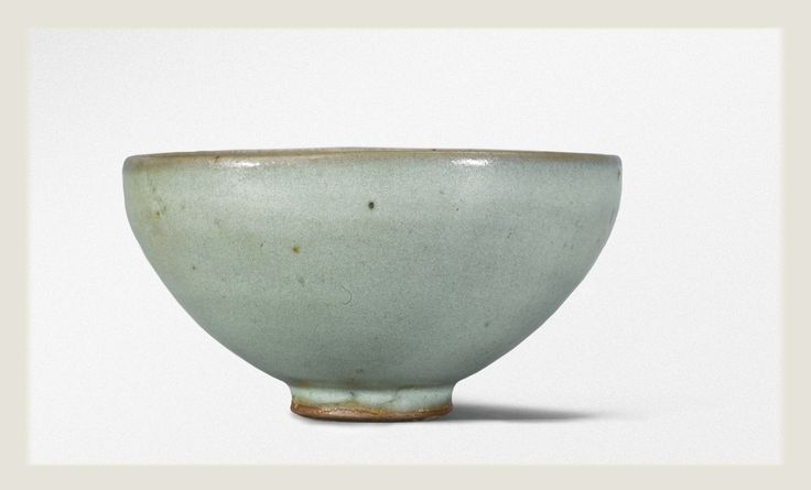 A pale 'Moon White' 'Jun' bowl, Song Dynasty.