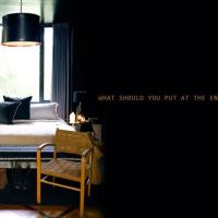 アビゲイルのインテリアコラム:ベッドの足側に何をおくか?