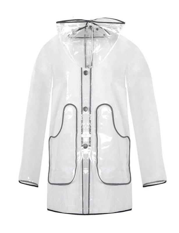 Un impermeable transparente como éste de Kling (29,95 €) es la prenda perfecta para un look 10 de lluvia.
