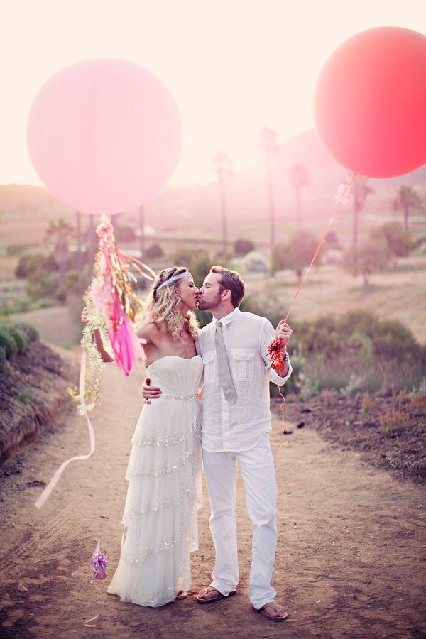 Románticos y alegres... los globos animan a cualquier tipo de foto, verdad? / Romantic and happy... balloons can lift any type of picture!