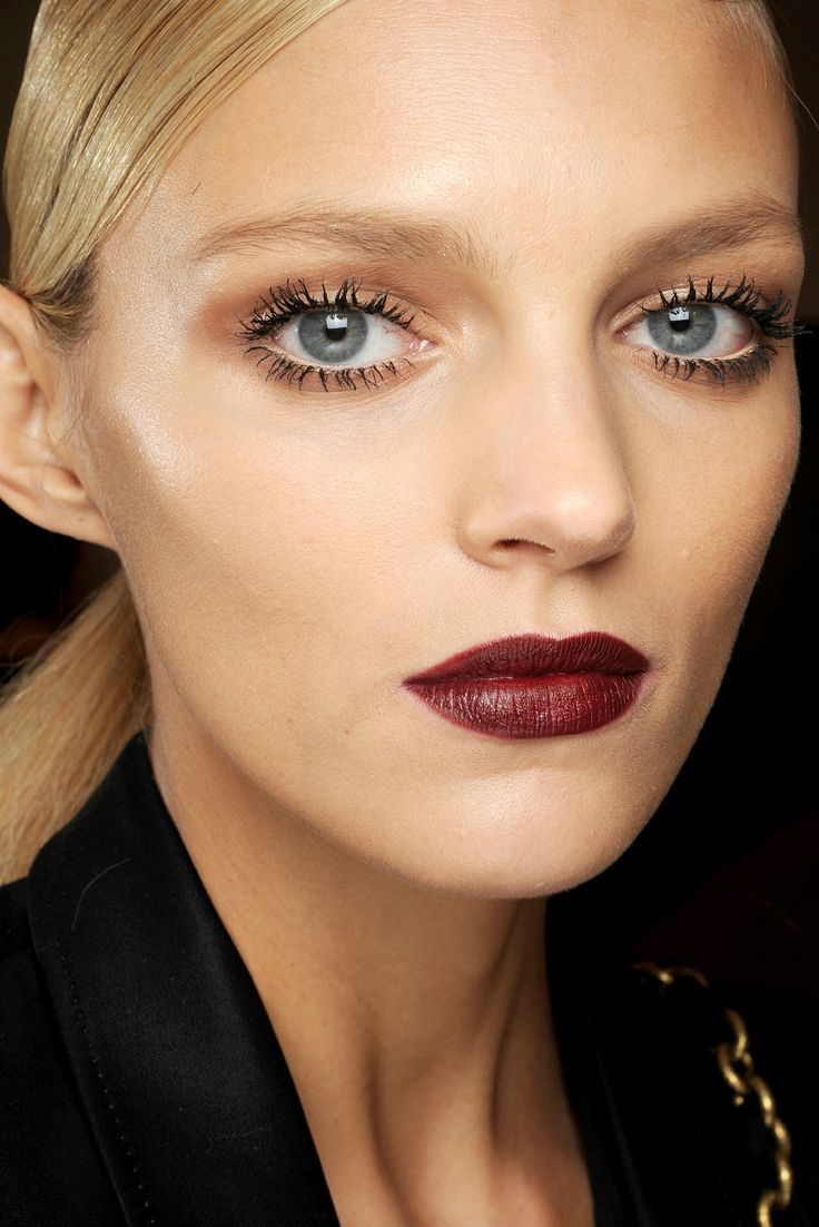 Fall look. vampy lip. spider lashes.
