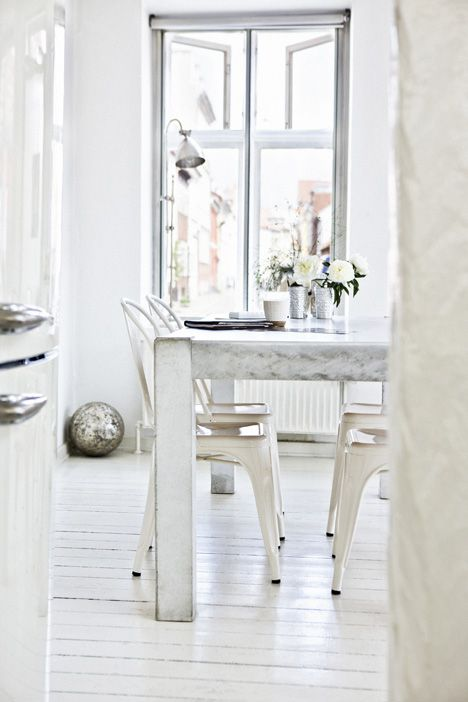 This+Danish+summer+home+features+streaming+light+and+white+decor+for+those+of+us+that+love+simplicity+in+their+cottages.+I+originally+found+this+home+over+a+year+ago+while+browing+the+Finnish+website,+Kotivinkki,+where+they+really+know+how+to+do+white.+ The