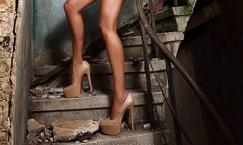 Nude pumps definitely make your legs look long n lean.... every woman should invest