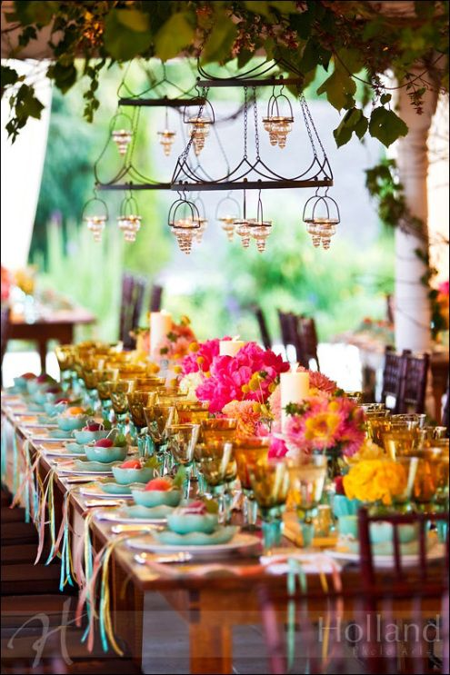 Colorful Tablescape i loveeeee color!!!!!!!!!!!!!!!!!!...B