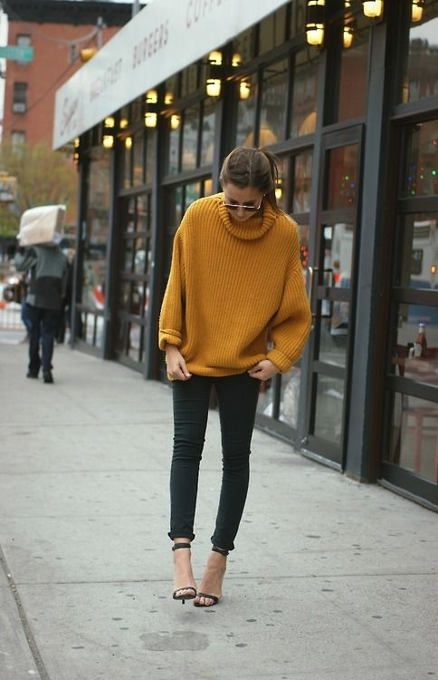 great fall outfit - oversized sweater, skinnies, heels