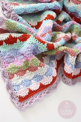 FREE Crochet Throw Blanket Patterns featured by top US crochet blog, Flamingo Toes: Clamshell Pattern by Sandra Paul - free pattern