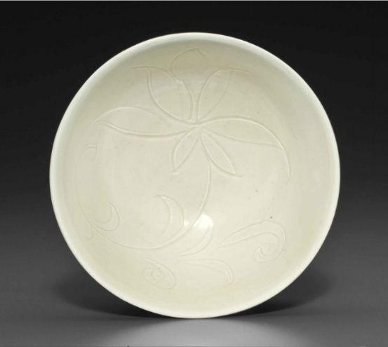 A small Dingyao carved bowl, Northern Song-Jin Dynasty, 11th-12th century