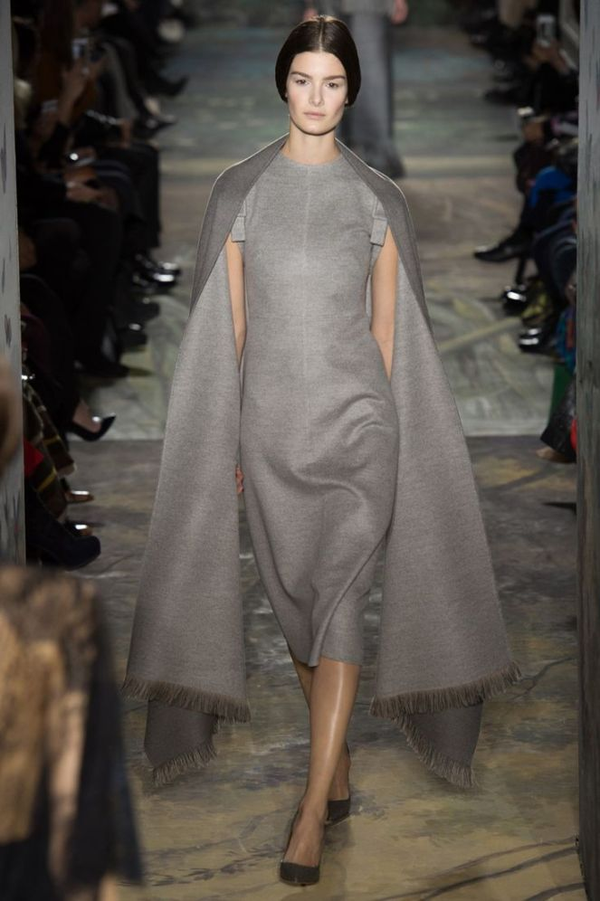 Valentino haute couture 2014, grey dress, cape sleeves, fringe dress