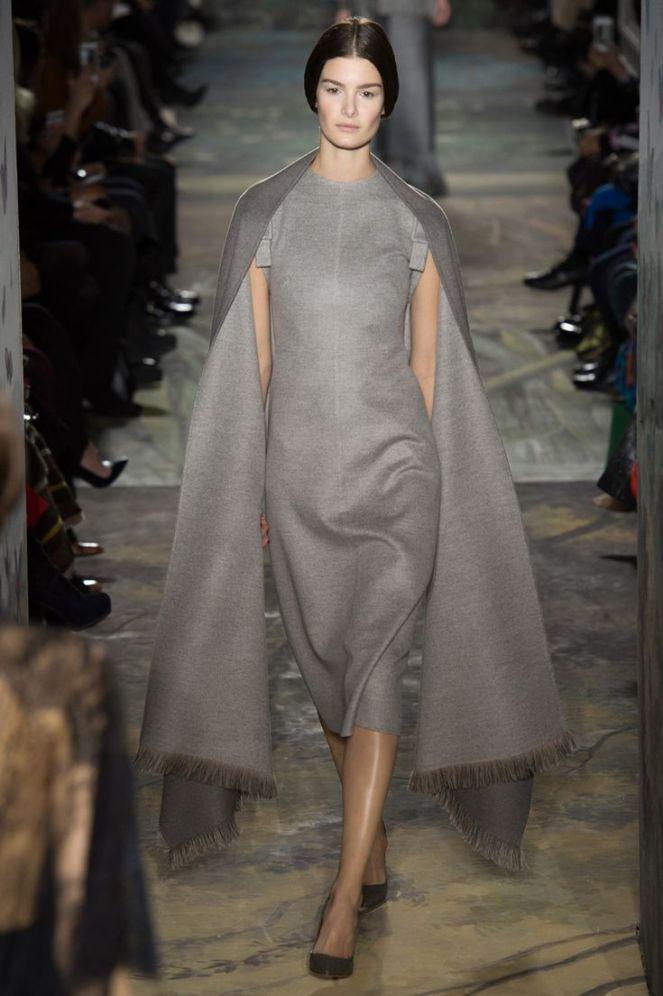 Valentino haute couture 2014, grey dress, cape sleeves, fringe dress