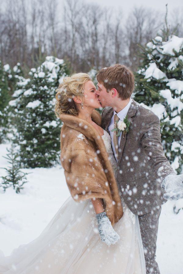 Wintery kiss. Lauren Fair Photography.
