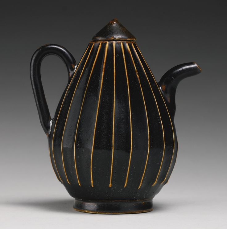 A black-glazed ribbed ewer and cover, Jin Dynasty