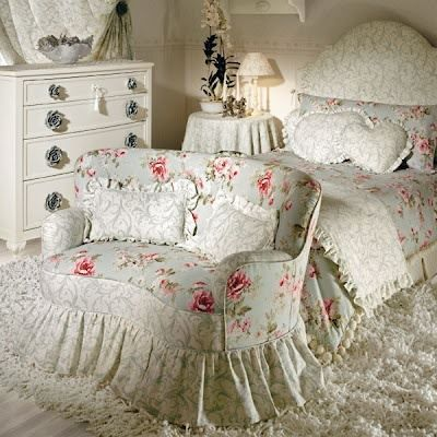 Love this little sweet love seat