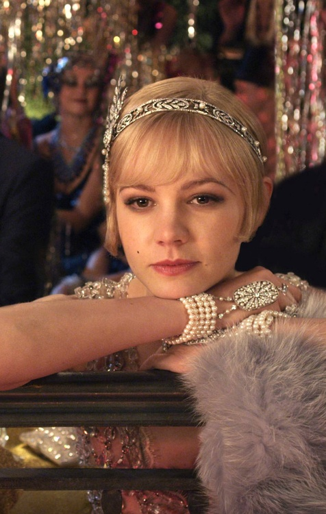 Daisy in Great Gatsby. Such gorgeous jewelry.