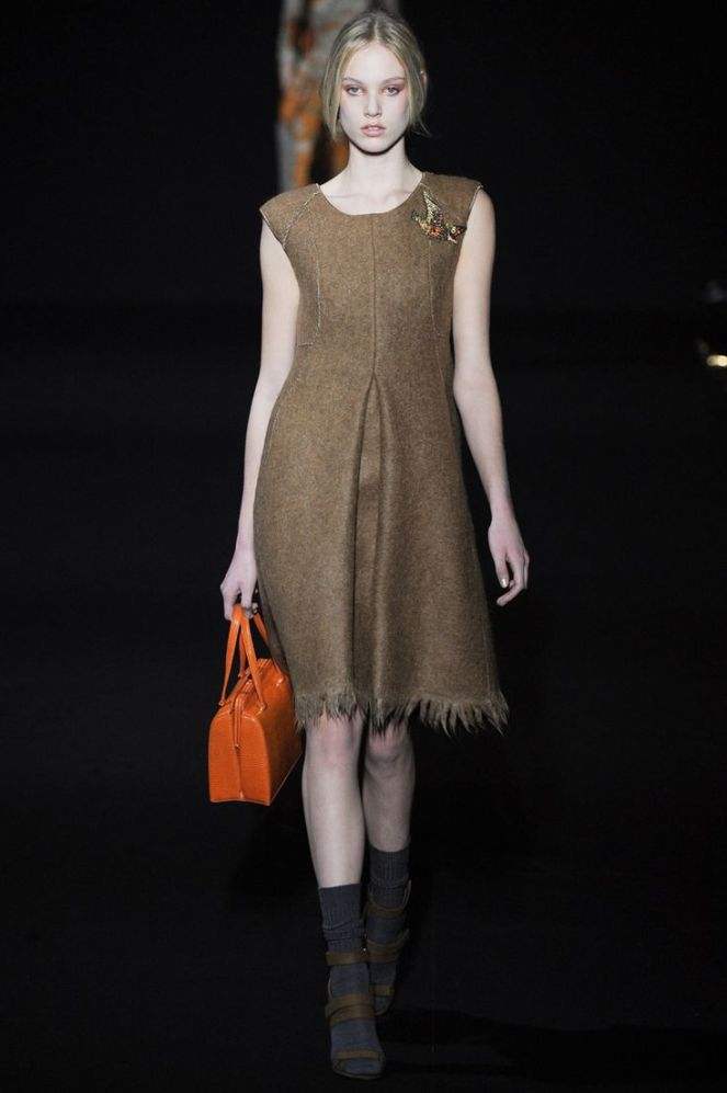 fall 2014 trend colours orange, orange bag, brown sleeveless dress, alberta ferretti