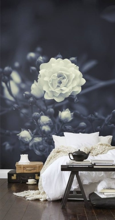 This picture makes me feel like I am resting in the rose...there's something about the flow, furl & crisp peaks of the linen...