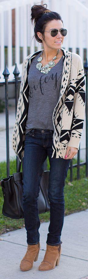 Skinnies + cozy sweater. #wifey#lookbook#style. Ugh. This tee again. Want itttt