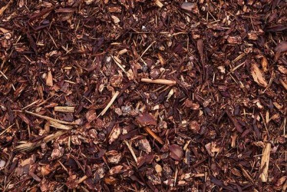 Durante l'inverno la pila di foglie si ridurrà poiché il decadimento riduce il volume, questo è il segno che il processo di macerazione è ben avviato