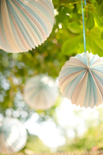 vintage poms. a fun take on a traditional favorite. perfect for a light, breezy spring wedding