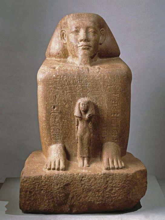 Statue-cube de Senousret-Senbefny avec sa femme devant lui, 12e dynastie, règnes de Sésostris III et d'Amenemhat III. Provenance inconnue. H. 68,3 ; l. 41,5 ; pr. 46 cm © New York, Brooklyn Museum