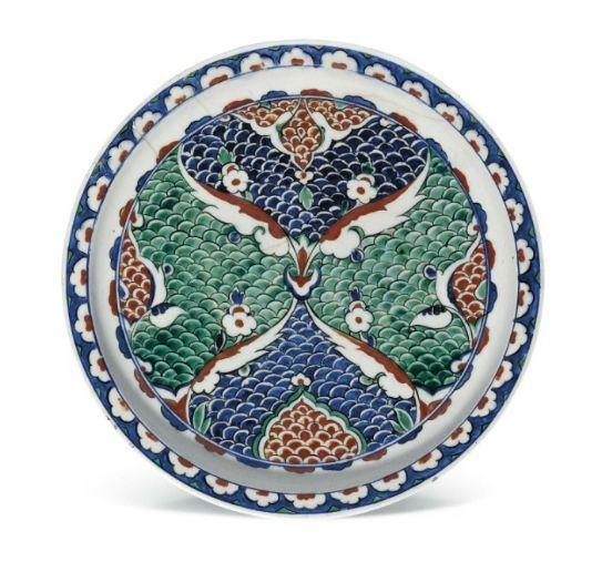 An Iznik pottery dish, Ottoman Turkey, circa 1580