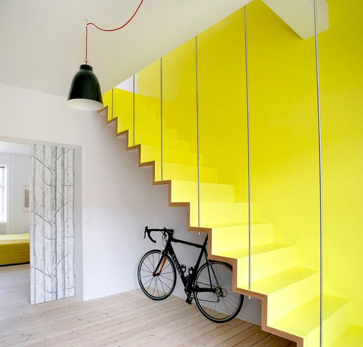 Yellow accent wall / stairs