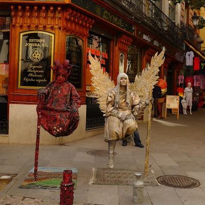 street performers in Madrid 的圖片結果
