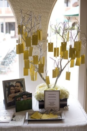 We had a tree for our wedding. So cute ! We kept the words in a jar and put the tree in our bedroom. Souvenirs...
