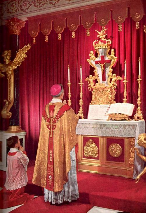 Prayers at the Foot of the Altar  S. Introíbo ad altáre Dei.   M. Ad Deum, qui lætíficat iuventútem meam.